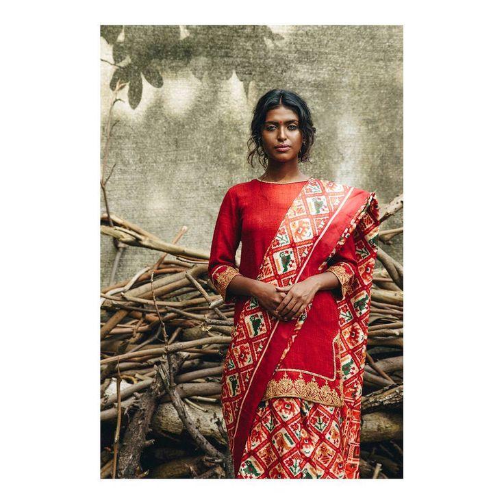 Photographer - @karannevatia Model - @poulomipolodas_official @toabhmanagement  Stylists - @who_wore_what_when  MUAH - @megzypop7 Designer - @shahgaurang  #india #mumbai #bombay #fashion #saree #beautiful #light #rustic #makeup #skin #hair #nikon #d750