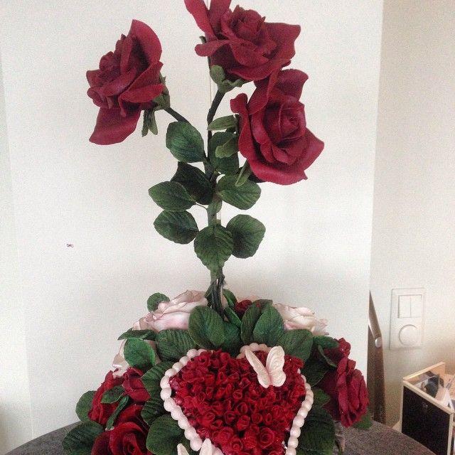 """""""Blomsteroppsats til mamma❤️(hjertet er det som jeg laget til  kaken  som var til  pappas minnestund #savn #sorg )laget av #blomsterpasta #handmade…"""""""