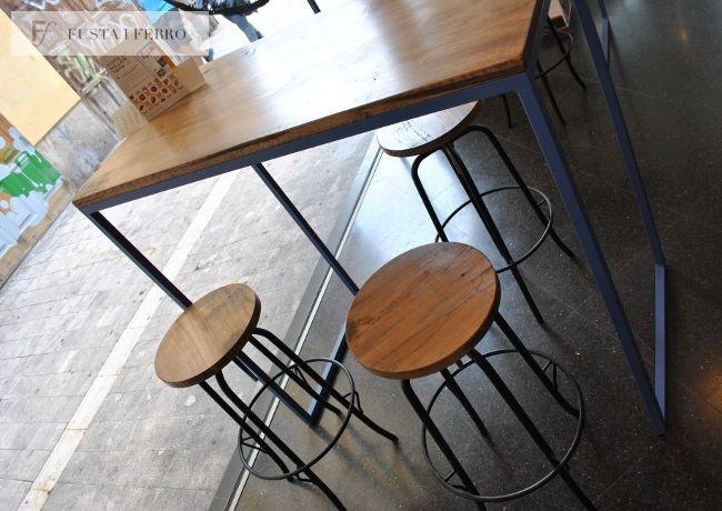 Taburetes y mesas altas de hierro y madera. www.fustaiferro.com #hotel #bar #restaurante #cafeteria #hotel #evento #diseño #madeinspain