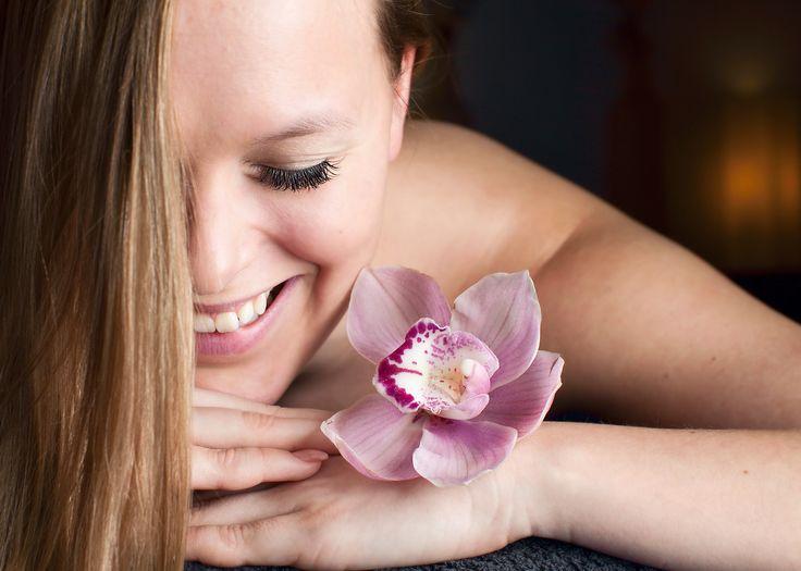 Blue Lagoon. Kasvohoito ihonpuhdistuksella tai kasvohieronnalla sis. alkupuhdistus, kuorinta, ihonpuhdistus ultraäänellä/mekaanisesti tai hieronta, naamio, loppuvoide 45 € (77–108 €)