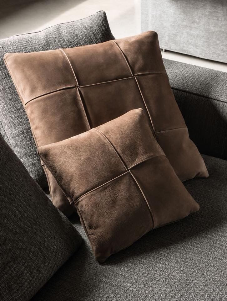Pin By Siriwan Janda On Wohnzimmer Cushions On Sofa Pillows Leather Furniture
