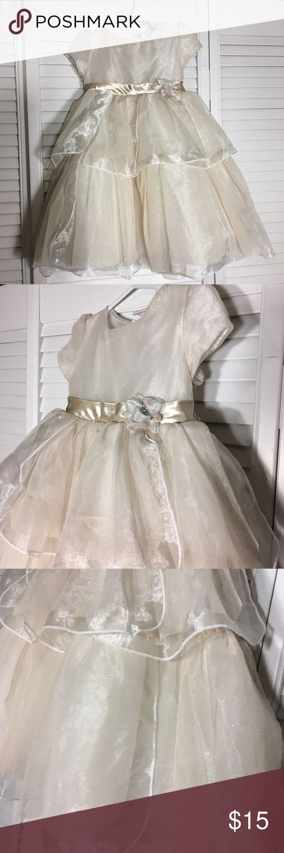 Toddler Girls Cream Sparkle Party Dress Your little one will feel like a princess in this gorgeous, sparkly cream/gold dress. Only worn once, EUC. Size 3T. Smoke free, pet free home Nanette Girl Dresses Formal