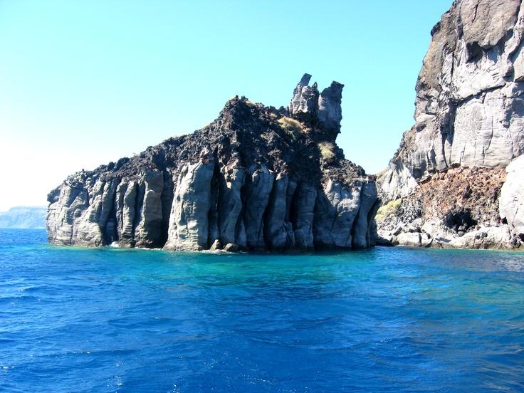 rock in caldera, santorini