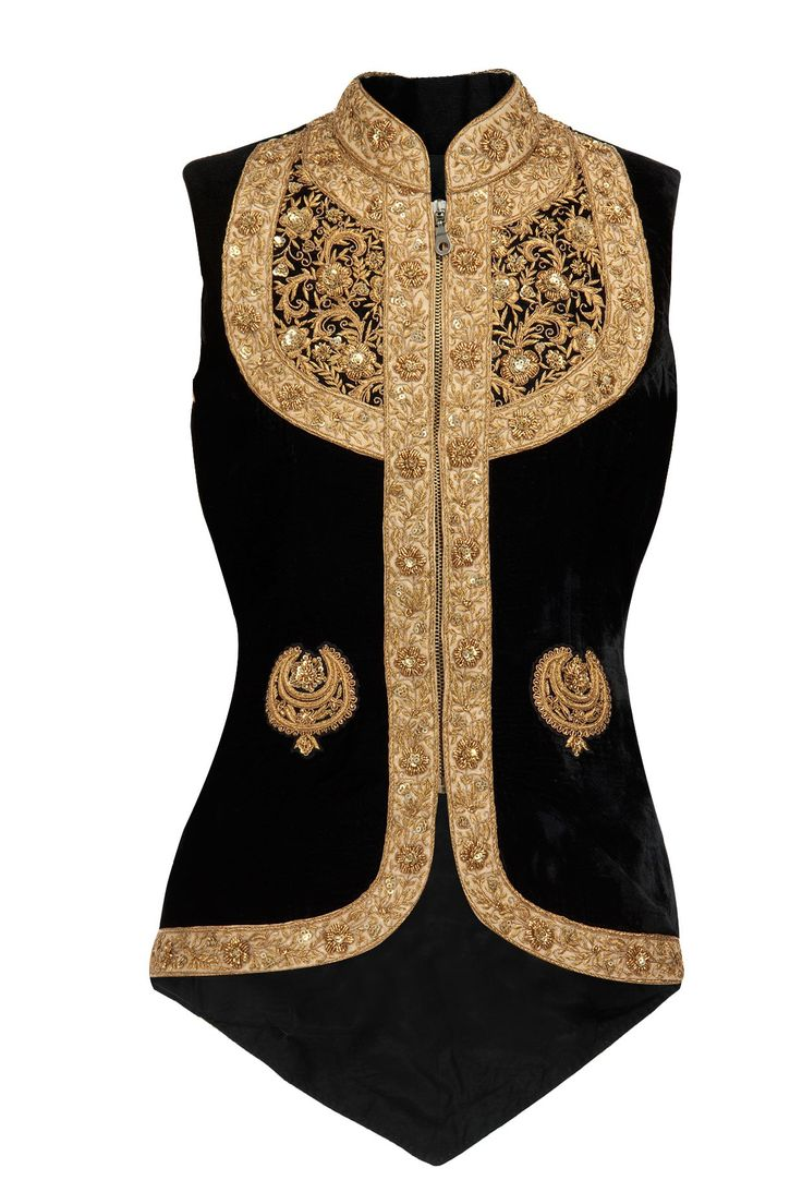 The gold-on-black and heavy embroidery is too ostentatious for the Empire, but if the embroidery were a bit less elaborate this would be perfect