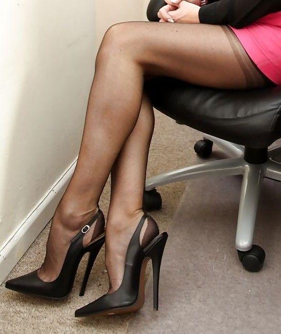 Heidi Klum Fabulous In A Thigh High Split Dress And Slingback Sandals