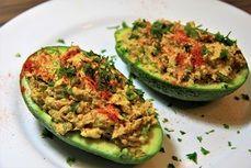 Plněné avokádo sardinkovou pomazánkou /Stuffed avocado with sardine spread/  Bezlepkový a nízkosacharidový zdravý recept /Gluten free and low carb healthy recipe/