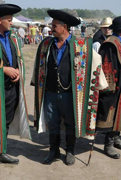 """Hungarian sheperds wearing tradionaly coat, called """"cifra szűr"""""""