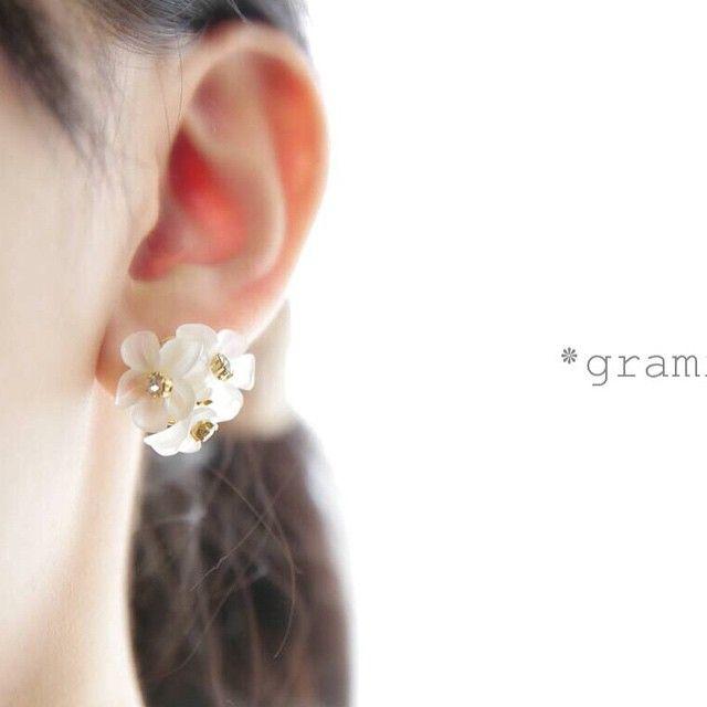 clear flower earring/pierce 完売致しましたー! ありがとうございます♡  #ハンドメイド#アクセサリー#ビーズ#イヤリング#ピアス#ネックレス#イヤーカフ#アクセサリー#ブライダル#パーティー#ウェディング#プレ花嫁#コットンパール#ビジュー#パール#ハンドメイドアクセサリー