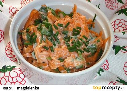 Salát z mrkve a medvědího česneku s jogurtem recept - TopRecepty.cz