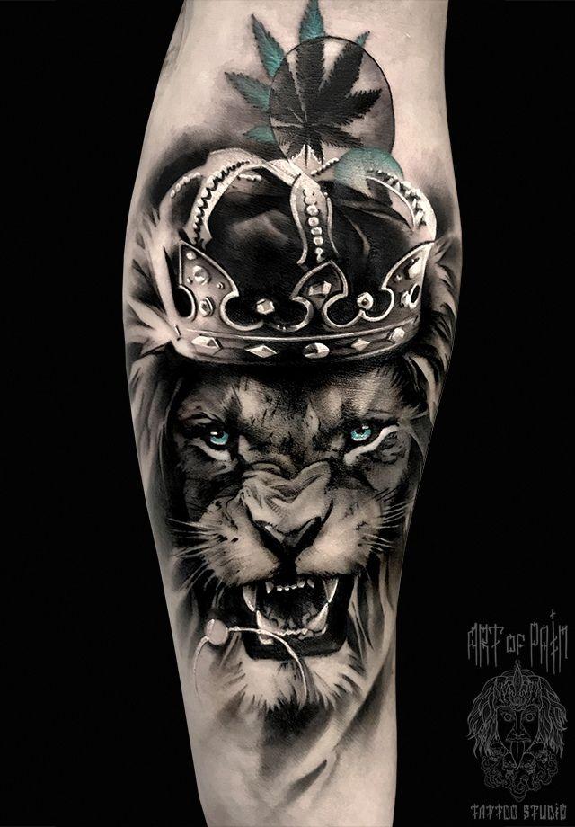 Crown tattoo on hand realistic by Anastasiya Krohotnaya