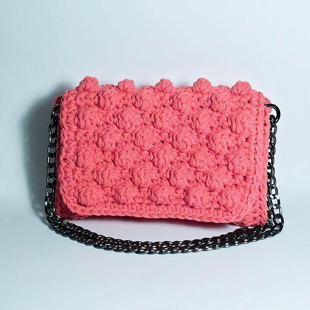 Britta splash in coral 🎀👜#handmade #crochet #bag #ss17 #handmadeingreece #greekdesigner #madeingreece #instabag #bagoftheday #crochetbag #crochetaddict #baglover #fashionbag #fashion #bagaddict #greekfashion #crochetbag #urbanqueen