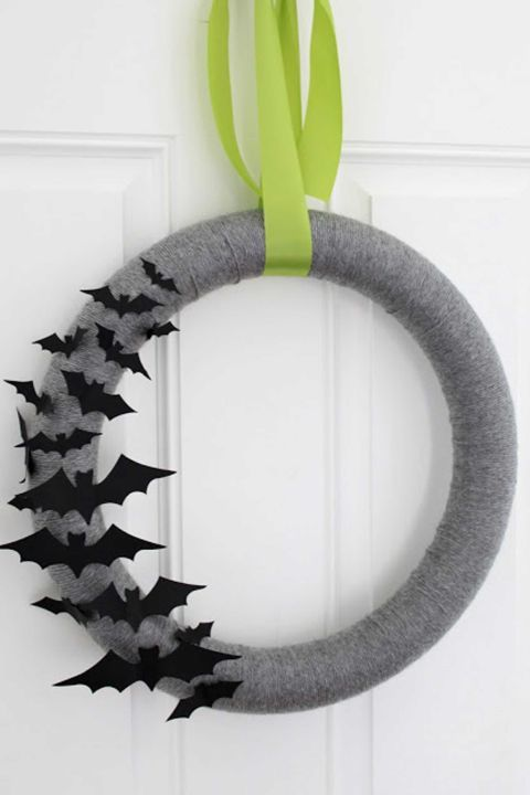 35 hauntingly creative diy halloween wreaths - Cute Halloween Crafts