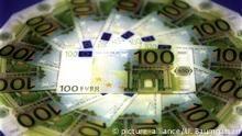 100 Euro Scheine (picture-alliance/U. Baumgarten)