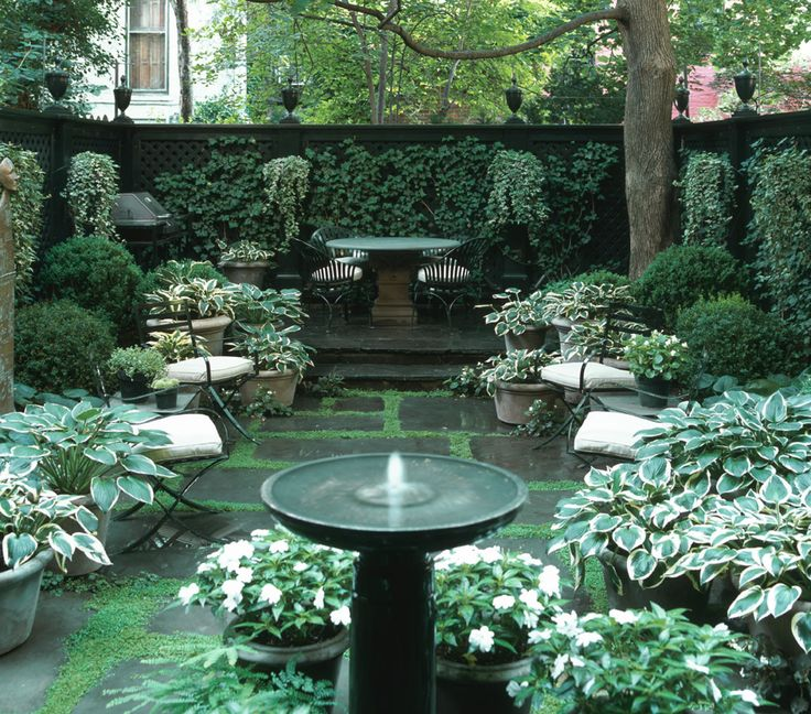 Townhouse garden in the middle of nyc outdoor designs for Townhouse garden design ideas