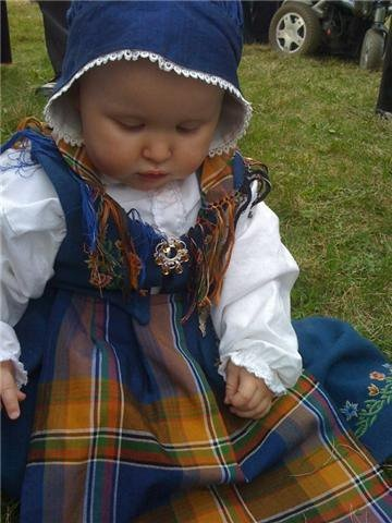 Nordlandsbunad, norwegian traditional costume. I want one for my girl