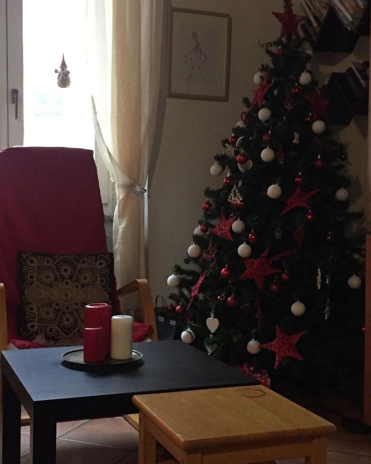 Lo spirito natalizio è nel pieno delle sue forze  albero pronto regali quasi pronti manca solo da incartarli #home #christmass #noel #christmastree #federico #me #top #beautiful #live Visitate la mia pagina www.federico.style