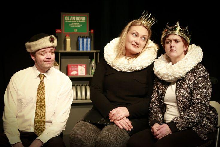 Das Theater im Depot eröffnet seine Vorweihnachtssaison mit zwei Stücken für Familien: Die Schneekönigin, in der Version des jungen Ensembles Bubamara spielt am Samstag um 18 Uhr und die Märchenkomödie Aschenbrödel – Nuss mit lustig in der Version von Regisseur Stefan Keim ist am Sonntag um 16 Uhr zu sehen.   #Aschenputtel #Dortmund #Schneekönigin #Theater #theaterimdepot #Weihnachten