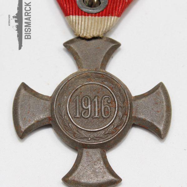 Medalla Cruz de Hierro al Mérito 1916 Imperio Austro-Hungaro Fabricación en hierro, restos de oxido y pequeña grieta en el canto