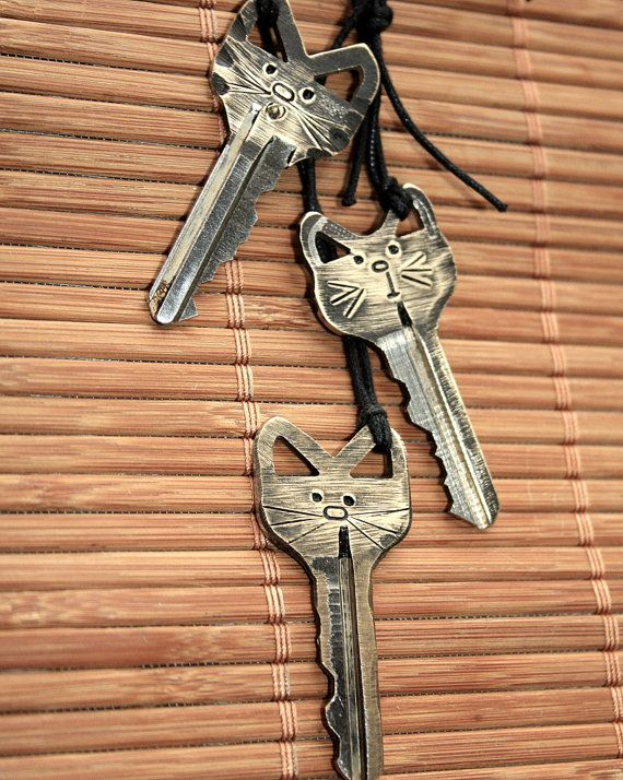 Mano estampado Kitty collar clave | teclas de gato | Llavero de Kitty Cat