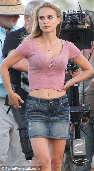 Going in for the kiss! Natalie Portman is locked in a ...