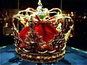 The Queens Crown    The Queen's Crown was made for Queen Sophie Magdalene, daughter of Margrave Christian Heinrich of Brandenburg-Kulmbach. She married the later Christian VI in 1721 and became queen in 1730.
