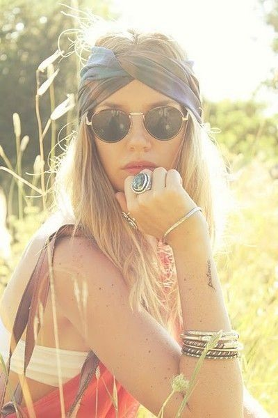Boho hair, glasses, jewellery, tattoo, clothes