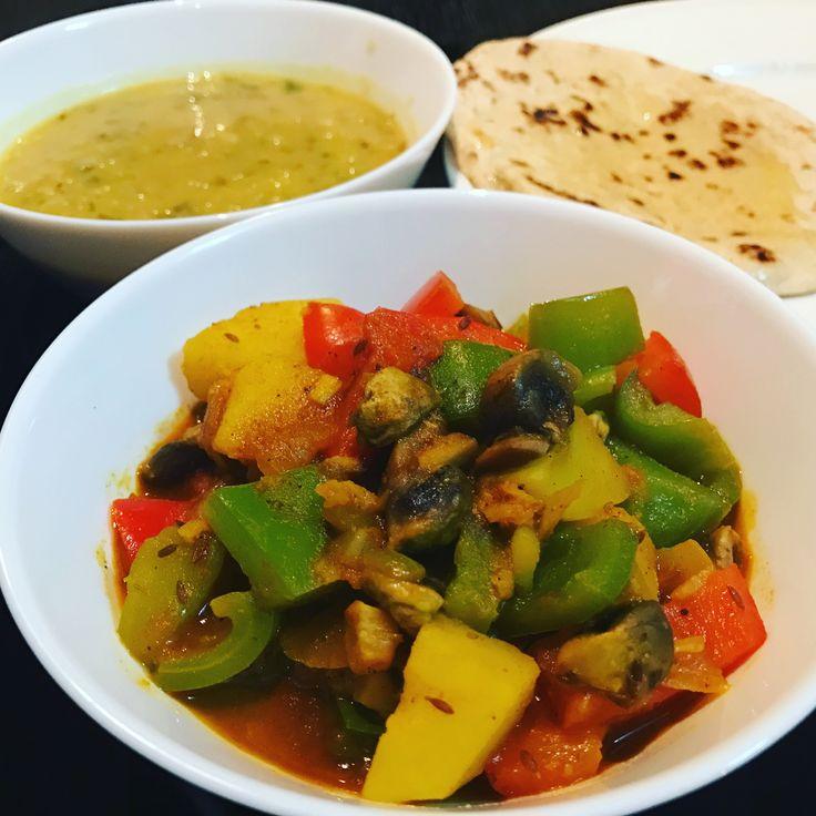 Grønnsaksmasala er en enkel oppskrift med papika, sopp, poteter og selvsagt deilige kryddere.Du kan ha i de grønnsakene du vil. Det er godt med frosne erter og blomkål i feks.  Ingredienser (4 porsjoner) Tid: 30 min 3 ss olje 1 ts spisskummenfrø 1 løk, finhakket 5 fedd hvitløk, finhakket 1 ss raspet ingefær 1 ts paprikapulver/ eller chilipulver om du vil ha det sterkt Ca. 1 stor potet, delt i ca 2 cm store terninger 1 ss tomatpure/ eller 1 tomat, finhakket 1 ts garam masala 1 ts s...