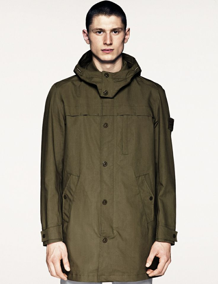70225 3L PERFORMANCE COTTON _ GHOST PIECE Ghost garments are derived from the concept of camouflage and are total monochromatic. Even the Stone Island badge has been created in a special monochromatic version to blend with the garment. Parka in 3L Performance Cotton.