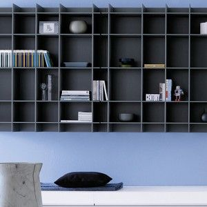Sketch system by Poliform | Modular program for the living area based on the free juxtaposition of elements. A concept of the contemporary home as an area that can accommodate the most different functions. | #malfattistore #interiordesign #shelves #bookcase #livingroom #office #homedesign #arredamentomoderno #modernfurniture