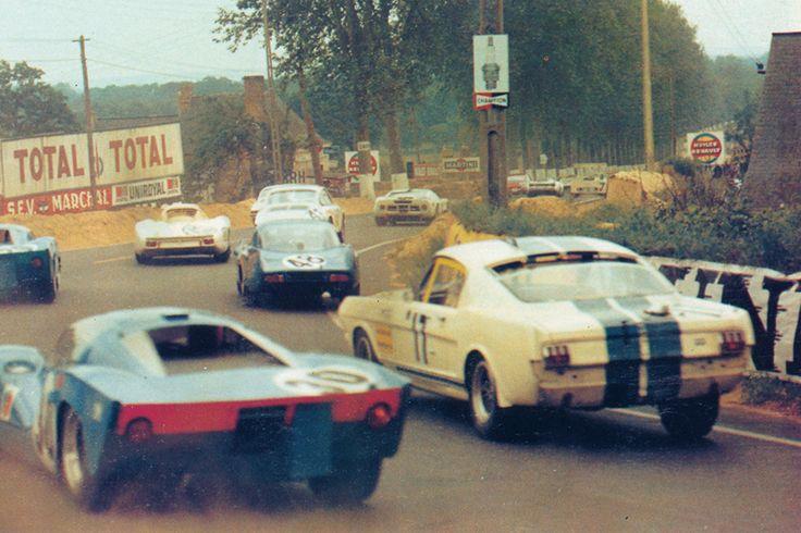 24 heures du Mans 1967 - Ford Mustang Shelby GT 350R #17 - Pilotes : Claude Dubois / Chris Tuerlinckx - Abandon