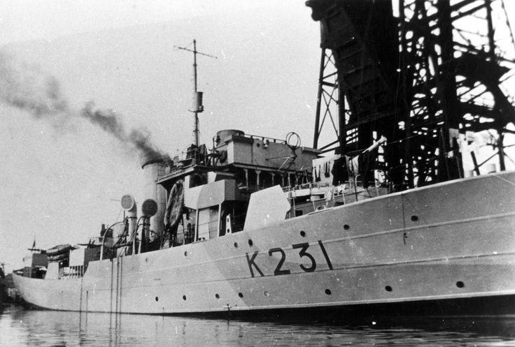 Канадский корвет «Калгари» в порту Кардифф на модернизации в 1943 году