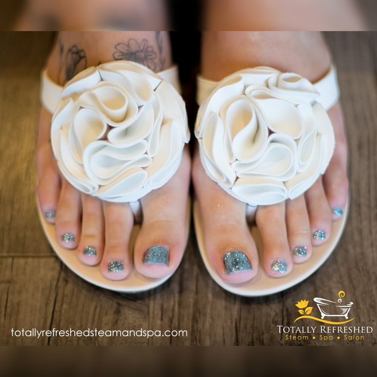 Keep your feet warm with our paraffin wax upgrade😍available with pedicures & massages 🙌