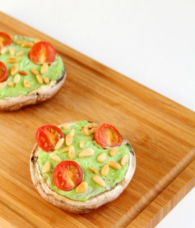 Zin in een glutenvrij bijgerecht of voorgerecht? Maak dan eens deze gevulde portobello met pesto en ricotta! Heel simpel maar heel erg lekker!