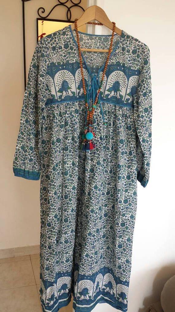 Retrouvez cet article dans ma boutique Etsy https://www.etsy.com/fr/listing/529037071/robe-longue-gaze-de-coton-indien-bleu-et