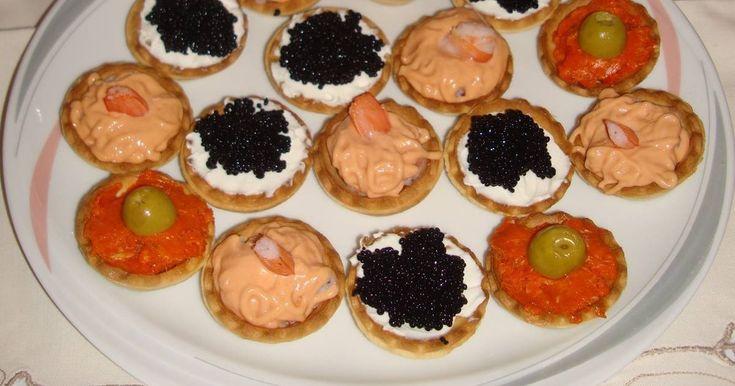 Fabulosa receta para Aperitivos variados en tartaleta. Tartaletas con diferentes rellenos, ideales para aperitivos, fiestas familiares, cumpleaños. Son muy fáciles de elaborar y económicos. Vídeo: Aperitivos variados en tartaletas