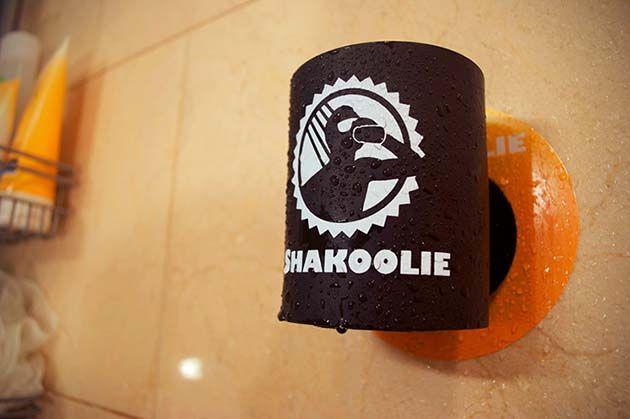 Votre bière toujours à portée de main, même sous la douche ! - #Gadgets - Visit the website to see all photos http://www.arkko.fr/votre-biere-toujours-a-portee-de-main-meme-sous-la-douche/