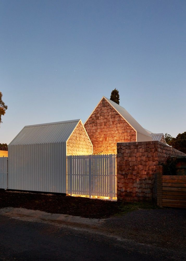 Love the look of timber shingles - Tower House / Andrew Maynard Architects
