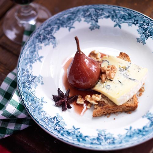 Stoofpeer met steranijs, blauwe kaas en walnoten - Stewed pear with blue cheese and walnuts #dessert