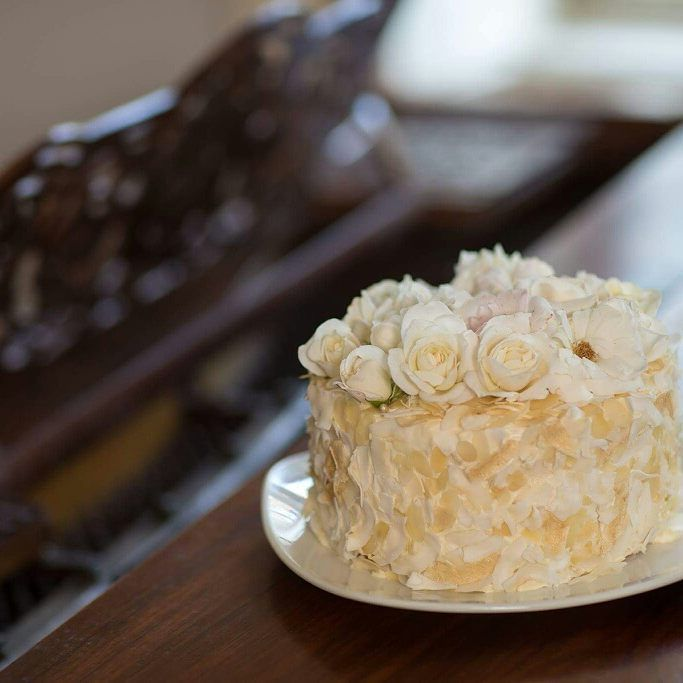 """Wedding bouquet"" Cake with edible flowers and coconut crisps White roses"