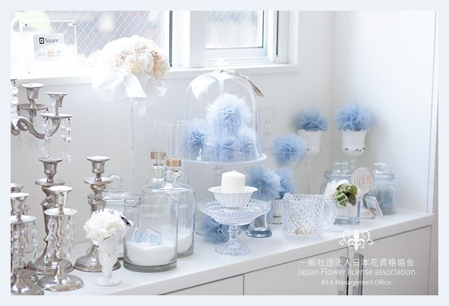 Preserved Flower Wedding White Bouquet.Pom Pom tulle Idea.Cande Stand.JFLA本部華夢フラワーデザインスクールのエントランス♡季節によってディスプレイが変わります。
