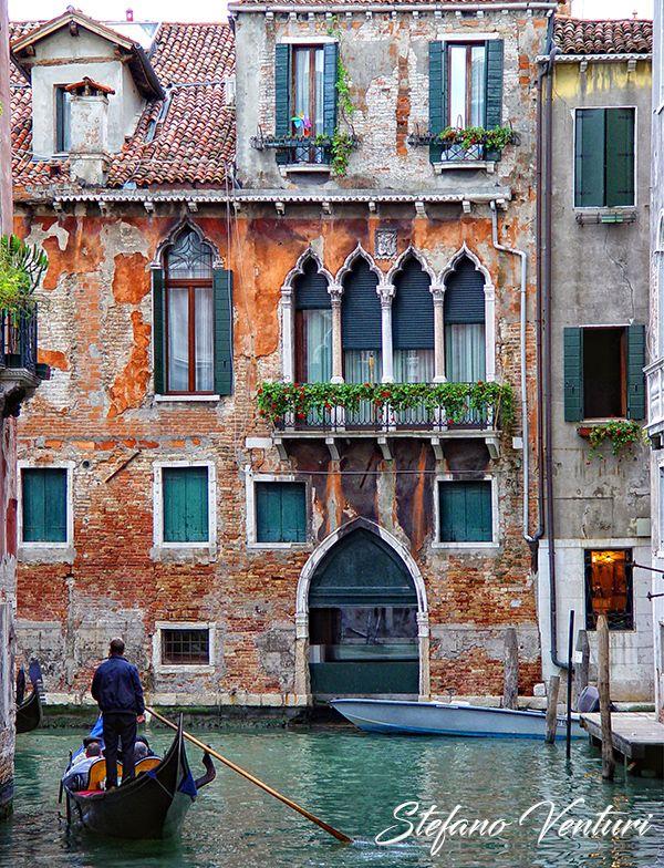L'autobus a Venezia può esser preso solo in questo modo. Scarica questa foto ad alta risoluzione e usala come meglio credi.