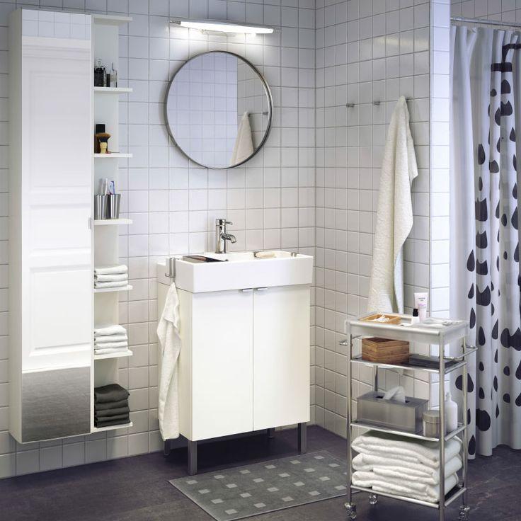 Ein Badezimmer Mit LILLÅNGEN Waschkommode Mit 2 Türen In Weiß, LILLÅNGEN  Waschbecken In Weiß Und