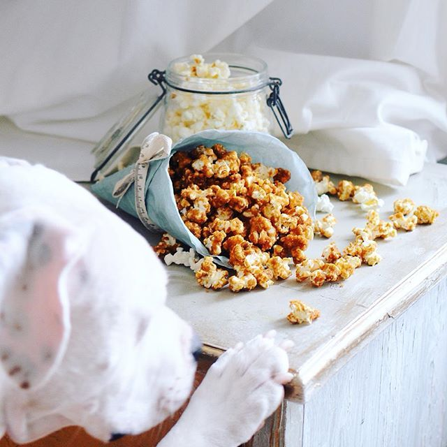 I couldn't sleep last night and I made some caramel popcorns at 3 am. The good thing in the scenario was that I could have popcorn for breakfast with my yoghurt and berries.