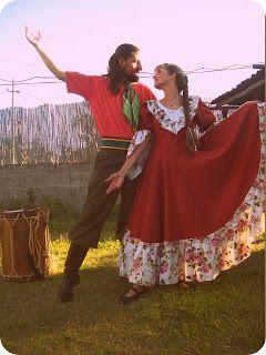 Agrupacion Uruguaya de folclore Pinamareños del norte : Pareja de bailarines de Pinamareños. Lourdes y Miguel