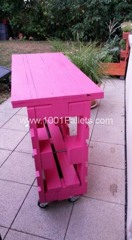 Outdoor Pallet Bar On Wheels side view