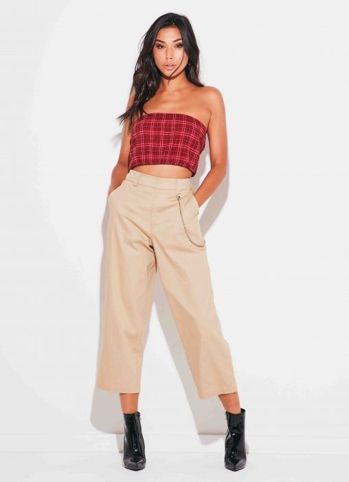 Welcome to Sydneys newest nostalgic label, Beyond Her. Designed by Amy Badikovich who throws us back to the 90s with her first collection that makes us dream of feminine vintage summers. Chain Gang Pant - Khaki