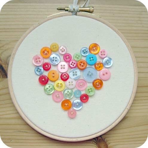 Cute, simple project for Valentine's?Crafts Ideas, Buttons Crafts, Sewing Room Decor, Buttons Art, Embroidery Hoop Art, Embroidery Hoops, Sleepover Parties, Heart Buttons, Parties Crafts
