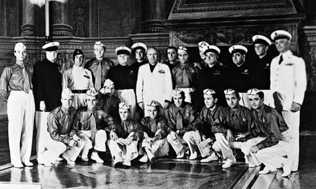 Benito Mussolini,in white,poses with Italian team