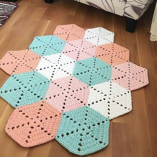 Outro lindo  Inspiração from @hobidikdunyam  #rugs #tapete #crochet