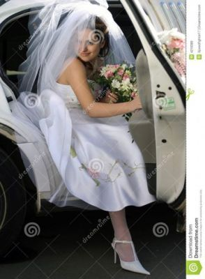 Limousine Hire Liverpool  Limo Seek the services of Liverpool would be the great selection on your big day from Limos Northwest.  We are the particular places foremost stretched limousine program providing you a stunning array of cars to match your needs in Liverpool.